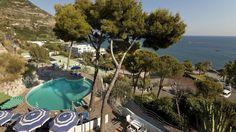 Barano d'Ischia. Hotel San Giorgio Terme Con una vista mozzafiato sulla Baia dei Maronti ed i suoi trattamenti termali, questo hotel è ideale per un soggiorno rilassante e intimo. #relax #benessere #mare #Ischia https://www.spadreams.it/offerte/italia/ischia/barano-dischia/hotel-san-giorgio-terme/