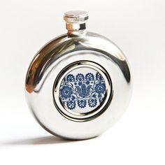 Ploskačka s modrým folklórnym motívom / HelkaAndr - SAShE. Custom Gifts, Customized Gifts, Flask, Personalized Gifts