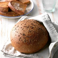 Rustic Rye Bread This gorgeous rye bread has just a touch of sweetness and the perfect amount of caraway seeds. Yeast Bread Recipes, Rye Bread Bowl Recipe, Sweet Rye Bread Recipe, Caraway Rye Bread Recipe, Babka Recipe, Cornbread Recipes, Jiffy Cornbread, Sweet Bread, Gourmet