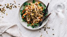 This Moroccan Chickpea Salad is a lovely mix of savory and sweet flavors, and it& topped with turmeric spiced seeds and a delicious tahini sauce. Gluten Free Vegetarian Recipes, Vegetarian Dinners, Easy Healthy Recipes, Lunch Recipes, Salad Recipes, Easy Meals, Healthy Food, Moroccan Chickpea Salad, Eat Pretty