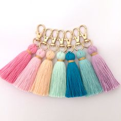 Tiny Tassel Gold Keychain W / Trim from Hautepinkfluff on Etsy - basteln - Home Accessories Pom Pom Crafts, Yarn Crafts, Decor Crafts, Resin Crafts, Keychain Diy, Tassle Keychain, Handmade Keychains, Diy Tassel Earrings, Crochet Earrings