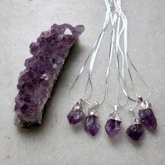 http://ehtipoaudrey.tanlup.com/product/1023387/colar-pedra-ametista-1
