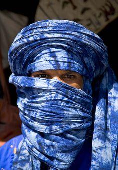 Tuareg in indigo blue   Sahara