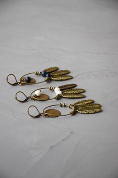 Longues boucles d'oreilles plumes anneau médaille bronze par Les Délires de Lolotte : Boucles d'oreille par les-delires-de-lolotte