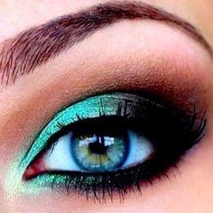 Turquoise & brown eye makeup, pretty!