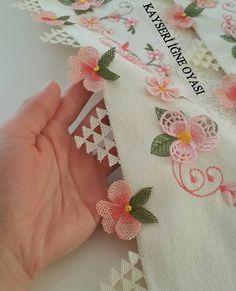 Sipariş ve fiyat bilgisi için 👇👇👇 @kayseri_mekik_igneoyasi @kayseri_mekik_igneoyasi @kayseri_mekik_igneoyasi #motif #flowers… Muslim Prayer Mat, Bargello, Irish Crochet, Crochet Projects, Needlework, Diy And Crafts, Embroidery, Sewing, Creative