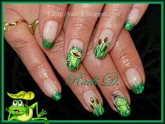 It`s all about nails: Frogs with gel polish and dry glitter