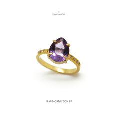 Anel feito à mão em ouro 18k, brilhantes e ametista roxa.  Joia artesanal feita com muito amor e carinho.