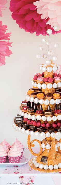 maybe mix it up with some dipped strawberries and cake Buffet Dessert, Candy Buffet, Dessert Bars, Lenotre, Choux Pastry, Rose Tea, Eclairs, Cake Art, No Bake Cake