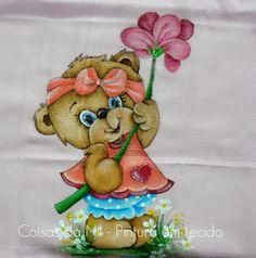 Coisas da Nil - Pintura em tecido: Ursinha com flor.
