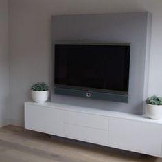 fernseher ohne kabel chaos elegant an die wand bringen tv wall square ist die hochwertige tv. Black Bedroom Furniture Sets. Home Design Ideas