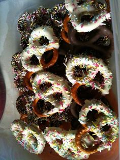 Inspired by Pinterest I made yummy chocolate pretzels- so easy and freeze very well too X Melt chocolate , then dip pretzels in, tap of an excess and leave to harden in fridge xx