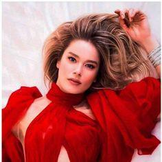 "The photo ""Burcu Biricik - Hello! Magazine Pictorial [Turkey] February has been viewed 128 times. Black Roses Wallpaper, Hello Magazine, Best Actress Award, Elcin Sangu, Becoming An Actress, Turkish Actors, Barista, Film Festival, Actors & Actresses"