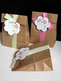 Paper Bag Crafts, Paper Gift Bags, Paper Gifts, Book Crafts, Diy And Crafts, Crafts For Kids, Creative Gift Wrapping, Creative Gifts, Cricut Wedding