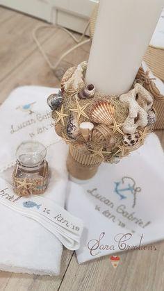 Sara Creations - trusou botez personalizat cu broderie manuala si lumanare botez Crochet Toys, Cross Stitching, Flower Arrangements, Cute Babies, Christmas Wreaths, Pendants, Baby Shower, Candles, Embroidery