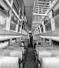 PHOTO - CHICAGO - TRAIN - CHICAGO AND NORTH WESTERN - NEW DOUBLE-DECK COMMUTER CARS - INTERIOR - 1961