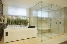 Navegue por fotos de Banheiros modernos: Banheiro do Casal. Veja fotos com as melhores ideias e inspirações para criar uma casa perfeita.