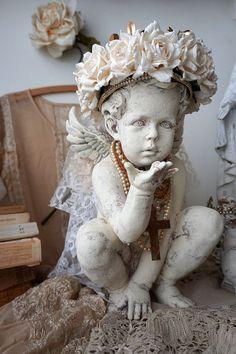Weiße distressed Cherub Statue w / von AnitaSperoDesign auf Etsy