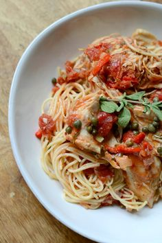 If you're looking for an easy, delicious Instant Pot chicken recipe, this is it! Chicken cacciatore usually takes hours, but in the Instant Pot it's done in less than an hour without sacrificing flavor. Chicken Caccitore, Instant Pot, Yum Yum Chicken, Chicken Recipes, Recipe Chicken, Garlic Chicken, Pressure Cooker Recipes, Dinner Recipes, Parmesan
