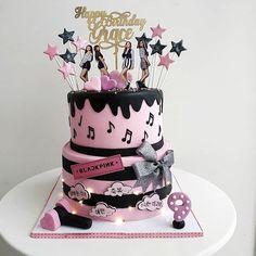 Korea Cake, Bts Cake, Bts Birthdays, Sweet 16 Cakes, Pumpkin Spice Cupcakes, Bear Cakes, Cake Tutorial, Fondant Cakes, Themed Cakes