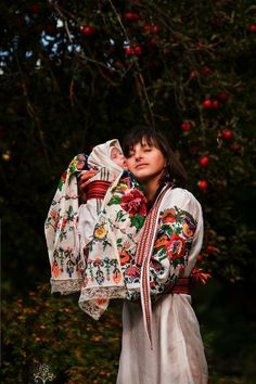 Looking for fashion treasures hidden in the past. Hopelessly addicted to folklore. Polish Embroidery, Bless The Child, Russian Culture, Art Populaire, Folk Fashion, Ethnic Fashion, Russian Beauty, Beautiful Costumes, Folk Costume