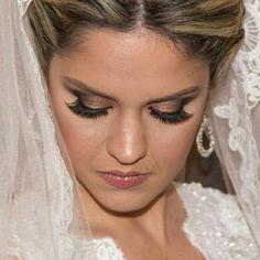 #porondebrilhamairabumachar na noiva deslumbrante com brincos #mairabumachar #noivasmb #noivas #bride #bridecollection