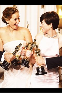 This is possibly one of the best photos on the internet -Jennifer Lawrence and Anne Hathaway