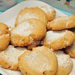 Polvorones with Powdered Sugar - via Casa Moncada