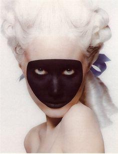 masque noir, visage peint