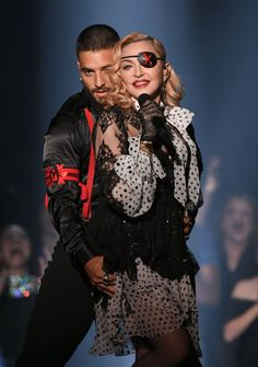 Madonna Photos - (L-R) Maluma and Madonna perform onstage during the 2019 Billboard Music Awards at MGM Grand Garden Arena on May 2019 in Las Vegas, Nevada. - 2019 Billboard Music Awards - Show Mgm Grand Garden Arena, Billboard Music Awards, Rihanna, Divas Pop, Madonna Photos, Madonna Art, Terry Crews, Star Wars, Rehearsal Dress