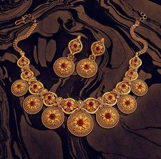 Khazana Jewellery offers exquisite collection of Gold Jewellery Designs for women. We are one of the Top jewellers in India having beautiful Indian bridal necklace & bridal jewelry sets with latest designs from our stores. Gold Jewellery Design, Gold Jewelry, Quartz Jewelry, Gold Necklaces, Bridal Jewelry Sets, Bridal Jewellery, Jewellery Rings, Handmade Jewellery, Fashion Jewelry