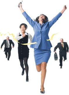 Las mujeres emprendedoras son más ambiciosas y muchas veces son criticadas por ello.Puedes dar rienda suelta a tu ambición sin perder tu integridad.