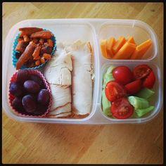 #lunch #easylunchboxes #livingandactive via @mebshelb - Instagram  Purchase EasyLunchbox containers HERE: http://www.easylunchboxes.com/