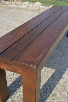 make these when we make the table! I love the idea of a picnic table but I definitely prefer detached benches, they're just more versatile and take less space to store - how to tutorial + plans via KRUSE'S WORKSHOP: Simple Indoor/Outdoor Rustic Bench Plan Wooden Bench Table, Wooden Bench Plans, Small Wooden Bench, Rustic Wooden Bench, Oak Bench, Patio Bench, Diy Patio, Picnic Table Bench, Antique Bench