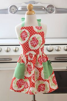 Child's vintage apron. - NEED SOMEONE TO MAKE THIS FOR PYPERS 1ST BIRTHDAY <3