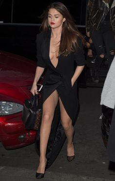Selena Gomez Hilarious Wardrobe Malfunction Is Embarrassing