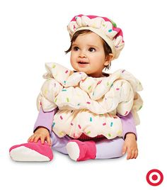 A Halloween costume as sweet as your baby. This cupcake costume is soft, cuddly and topped with a cute hat that's the icing on this adorable look.