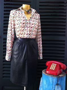 Falda cuero años 80.   $27  via Bahía, confecciones, recuerdos y puestas de sol.. Click on the image to see more!