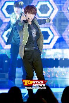 BTOB's Lee Minhyuk, 'Looks like he's enjoying the stage' … 2012 AIDS Prevention Campaign Concert [KPOP PHOTO]