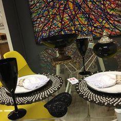 Boa noite! . A mesa de hj pede muito brilho, e a @arteemlinha mostra seus Sousplatscroche com pérolas preto com fios dourados Sousplatscroche com pérolas preto Um luxo . . . Adquira os seus sousplats !!! . Gostou? Curta, siga, e compartilhe . . . ❌Sousplatscroche c pérolas➡️50 reais a unidade ❌louças e decoração da @kikazzahomestore . ❌WhatsApp ➡️(83)986206219 . . #boanoite #Arteemlinha #sousplats #sousplat #sousplatcroche #croche #crochet #crocheting #pero... Instagram, Line Art, Placemat, Glow, Strands, Nighty Night, Luxury, Black, Mesas