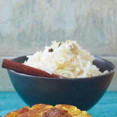Der würzige Reis wird typisch indisch mit verschiedenen Gewürzen aromatisiert.
