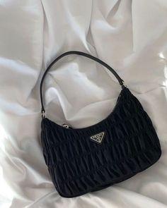 Look Fashion, Fashion Bags, Fashion Outfits, Club Fashion, 1950s Fashion, Fashion Handbags, Fashion Women, High Fashion, Prada Handbags