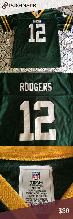 Green Bay Packers Jersey 💚💛 Aaron Rodgers Juniors XL  12 Aaron Rodgers Jersey  Shirts   Tops Tees - Short Sleeve 06f8a342e