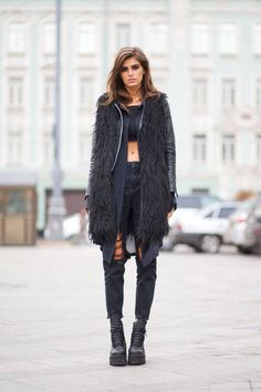 How to look chic while keeping warm this winter, as seen on the chilly streets of Russia: Love Fashion, Winter Fashion, Fashion Outfits, Fashion Trends, Fashion Weeks, Mode Style, Style Me, Kylie, Fashion Business