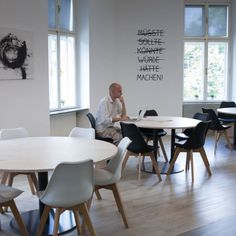 Cocoquadrat - Cowork, Coffee, Community. Cooles Konzept! Wiedner Haupstraße 65, open Mo-Fr 07:00-22:00, Sa, So & Feiertage 09:00-18:00 Vienna, Places To Go, Conference Room, Dining Table, Furniture, Home Decor, Working Holidays, Concept, Decoration Home