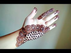 Simple Mehendi designs to kick start the ceremonial fun. If complex & elaborate henna patterns are a bit too much for you, then check out these simple Mehendi designs. Henna Hand Designs, Eid Mehndi Designs, Mehendi Designs For Kids, Mehndi Designs Front Hand, Mehndi Designs Finger, Palm Mehndi Design, Tattoo Design For Hand, Simple Arabic Mehndi Designs, Mehndi Designs For Beginners