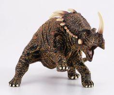 """Styracosaurus - El Estiracosaurio era un dinosaurio herbívoro con un cráneo del que salían 6 cuernos largos, 1 cuerno encima de cada ojo y 1 cuerno sobresaliendo de su nariz. Su nombre significa """"Lagarto Empuntado"""".  Alto: 8 cm Largo: 14 cm Edad: a partir de 3 años Marca: Collecta Ref. 30203 Precio: 8.00 € IVA incluido"""