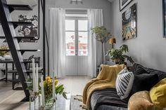 Tetőtéri kis lakás remek kialakítással és stílusos megjelenéssel - galériával kihasználva a nagy belmagasságot és a tetőablakokat