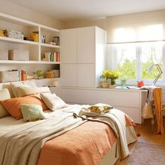 Dormitorio con cabecero, armario, cómoda y mesa a medida en blanco_00404524