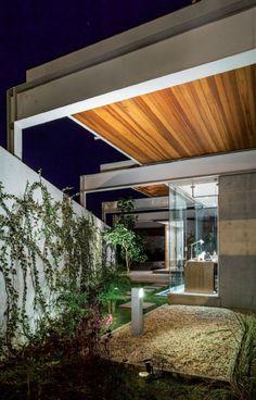 FGMF projeta casa com pérgulas deslizantes, estrutura metálica e paredes pré-fabricadas em Bauru, interior de São Paulo :: aU - Arquitetura e Urbanismo